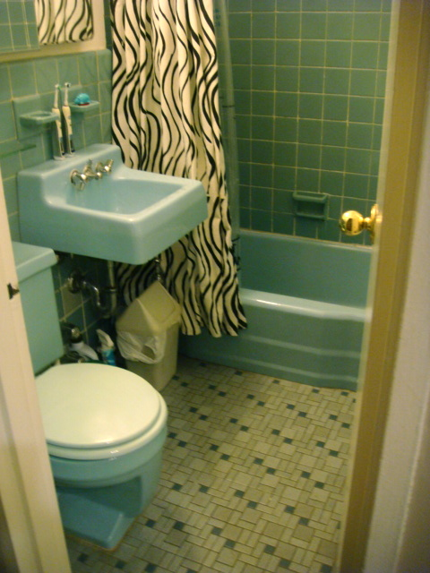 75th and Sedgwick: Phone-A-Friend: Kristin's Bathroom Blues