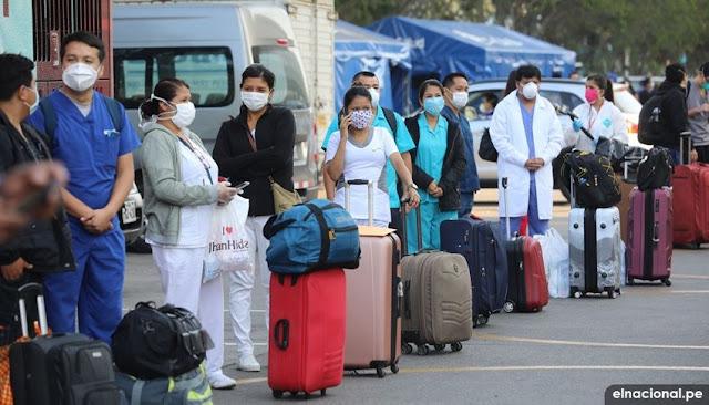 Equipo de médicos en Perú se internan en el Centro de Atención y Aislamiento Villa Panamericana