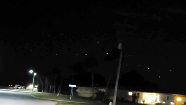 Flota de ovnis sobre Lehigh, Florida, el 29 de febrero de 2020