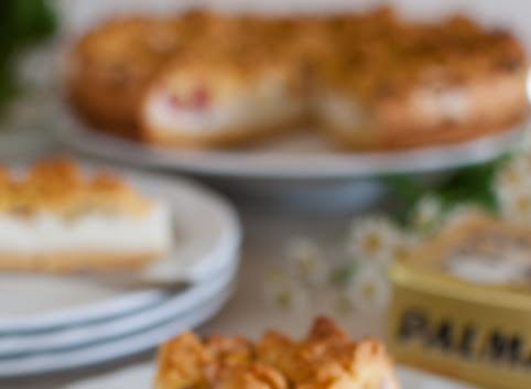 Kruche ciasto z rabarbarem i budyniową chmurką