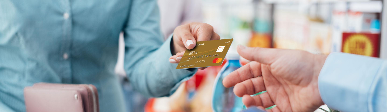 احصل على بطاقة ائتمانية للاستفادة من المزايا الاتية