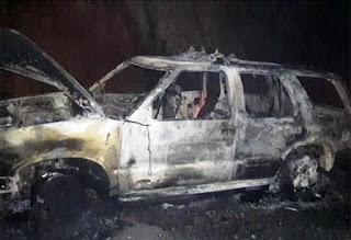Carro de funerária é destruído por fogo