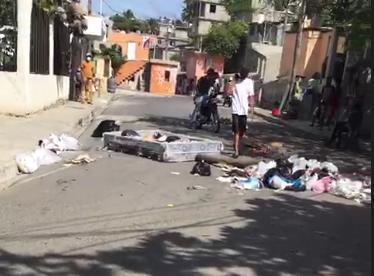 Residentes de la cañada El Indio de Herrera bloquearon calles con basura
