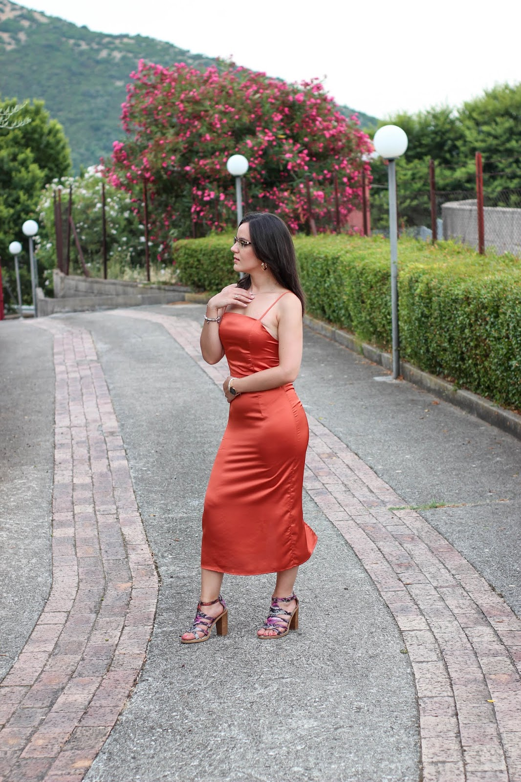 vestito color rame
