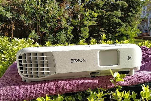 Epson Eb-W05 3300-Lumen Wxga Projector