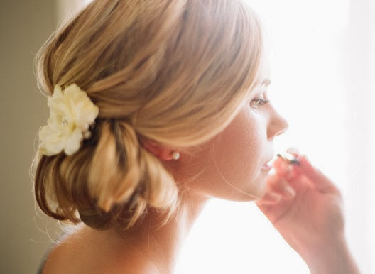wedding hairstyle brown color with flower