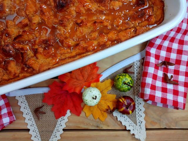 Pumpkin bread pudding. Pudin de pan y calabaza. Receta típica de Acción de Gracias. Receta de aprovechamiento, reciclaje, con horno, especias, calabaza, postre típico americano. Thanksgiving day. Cuca