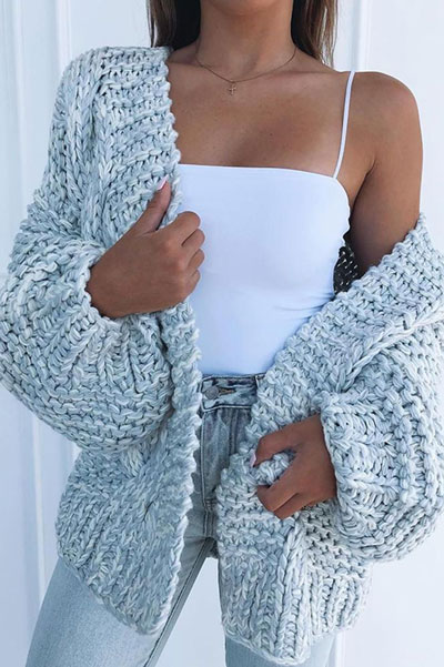 Knitted outfits are versatile pieces that adapt to every woman's style. Mix up your style with these 25 Charming Knitwear to Keep You Stylish and Warm. Winter outfits via higiggle.com | knit cardigan | #knit #winter #fashion #cardigan