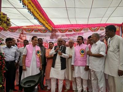 प्रदेश के वित्त मंत्री जयंत मलैया ने किया तीर्थ क्षेत्र गोलाकोट पर विद्यांजलि भवन का लोकार्पण 108 कलशों से हुआ आदिनाथ भगवान का महामस्तकाभिषेक क्षेत्र पर पहुंचने के लिए दो करोड़ की लागत से सड़क बनवाने का ऐलान किया मंत्री ने