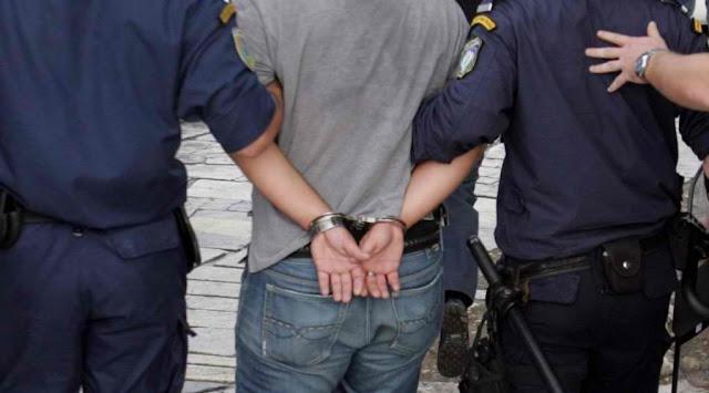 Πρέβεζα: Τον συνέλαβαν την ώρα που πετούσε τα χρυσαφικά στο δρόμο !