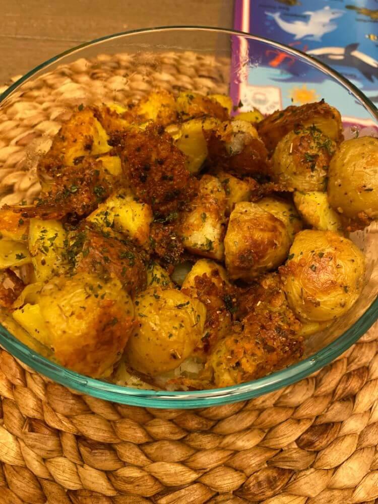 Air Fryer Garlic Parmesan Roasted Potatoes