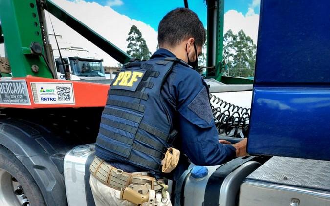Operação da PRF flagra caminhões com adulteração no sistema de Arla 32