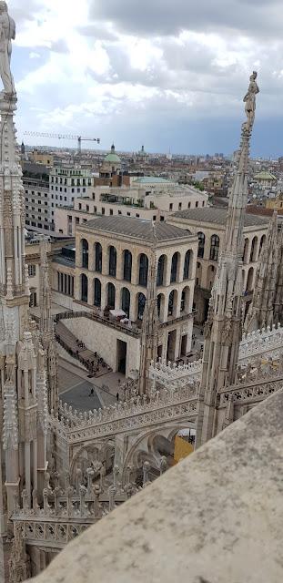 Piazza del Duomo, Duomo, Terraza del Duomo, Catedral, Vitrales, Vitraux, Milano, Milán, Italia, Italy, Panorámica, Plaza, Rinascente, Galleria Vittorio Emanuele II