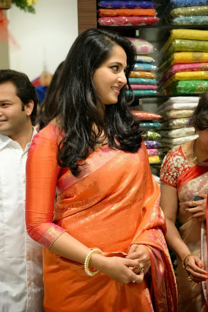 Acress Anushka Shetty Pos in Saree~  Exclusive 0010.jpg
