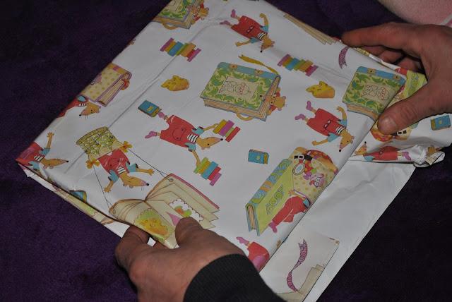 pakowanie prezentów papier kolorowy