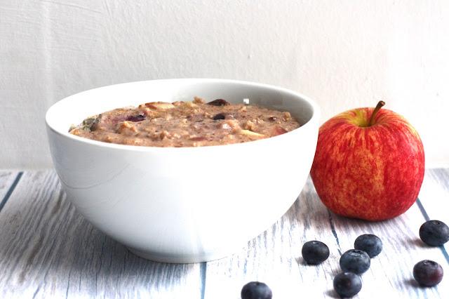 Vegan apple, blueberry and cinnamon porridge recipe