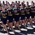 Una cadete rusa pierde un zapato durante un desfile, pero no abandona la marcha