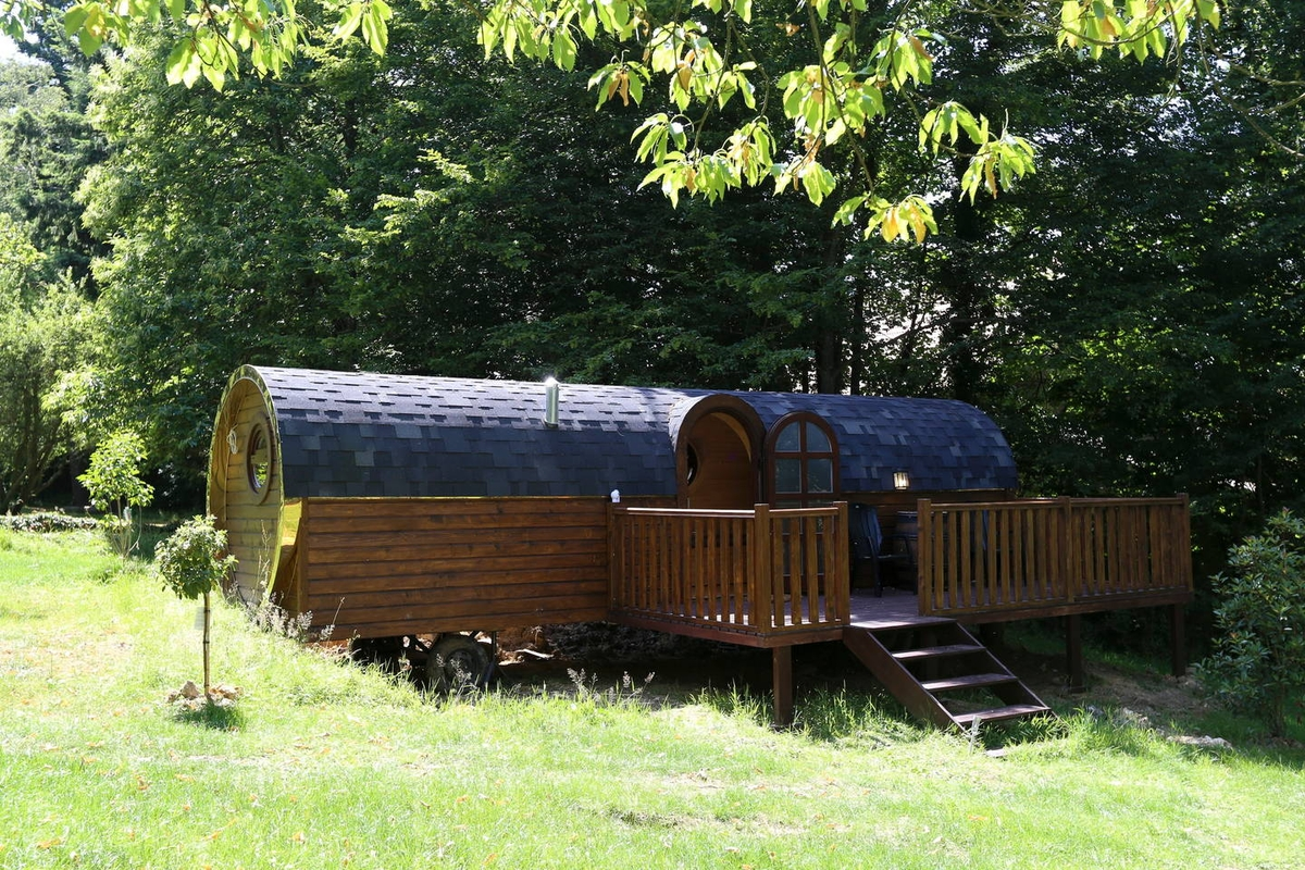 03-Airbnb-Barrel-Home-Architecture-in-an-Idyllic-Location-www-designstack-co