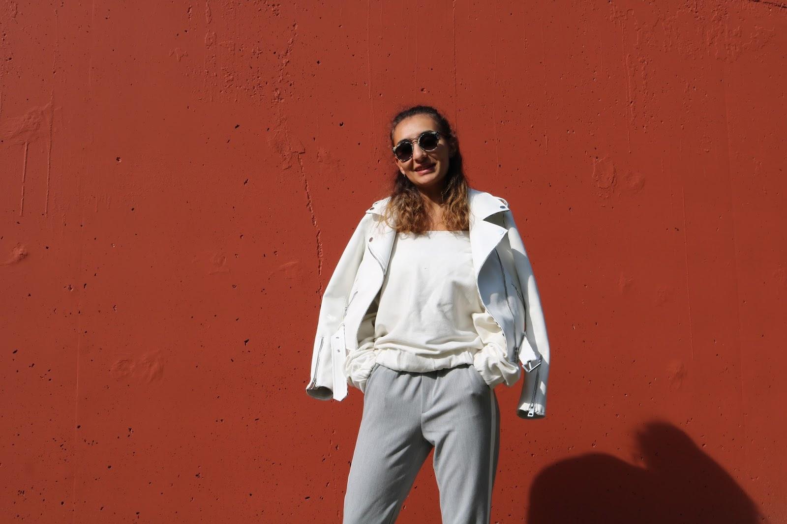 blog blogger blogging comment augmenter son lectorat mode fashion lifestyle comment développer son blog faire connaitre son blog l'importance des réseaux sociaux aggrandir les lecteurs toucher plus de monde référencement SEO deauville zara veste blanche gris blanc