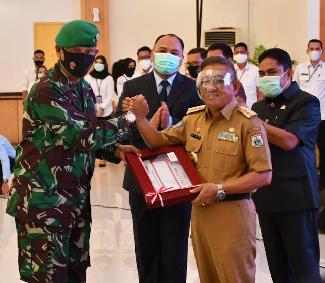 Gubernur Sulbar menyerahkan DIPA ke Danrem 142/Tatag