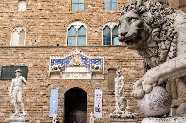 Estátuas no exterior do Palazzo Vecchio em Florença