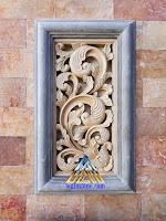 relief ukiran motif jawa atau motif ukiran klasik dibuat dari batu alam, batu putih