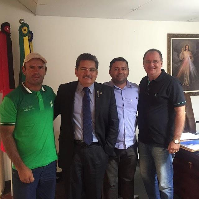 Prefeito Zé Arnaldo viaja à capital do Estado em busca de recursos para o município