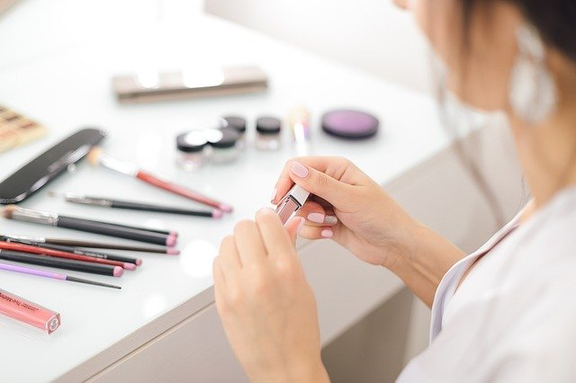5 Makeup Hacks Ini Wajib Kalian Coba