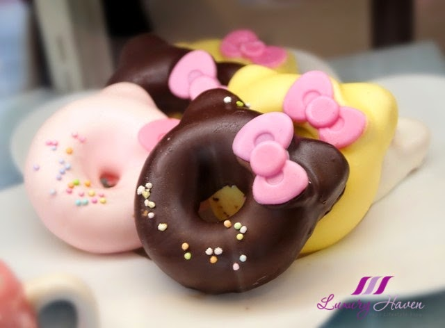 keio department store sanrio puroland hello kitty donuts