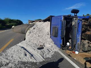 Caminhão tomba na BR-226 entre Campo Redondo e Currais Novos