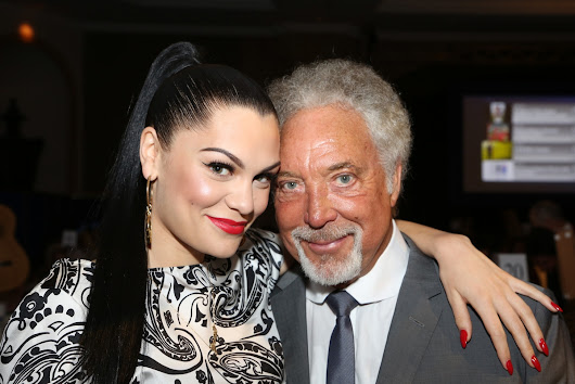 Tom Jones sale ¡con Priscilla Presley!