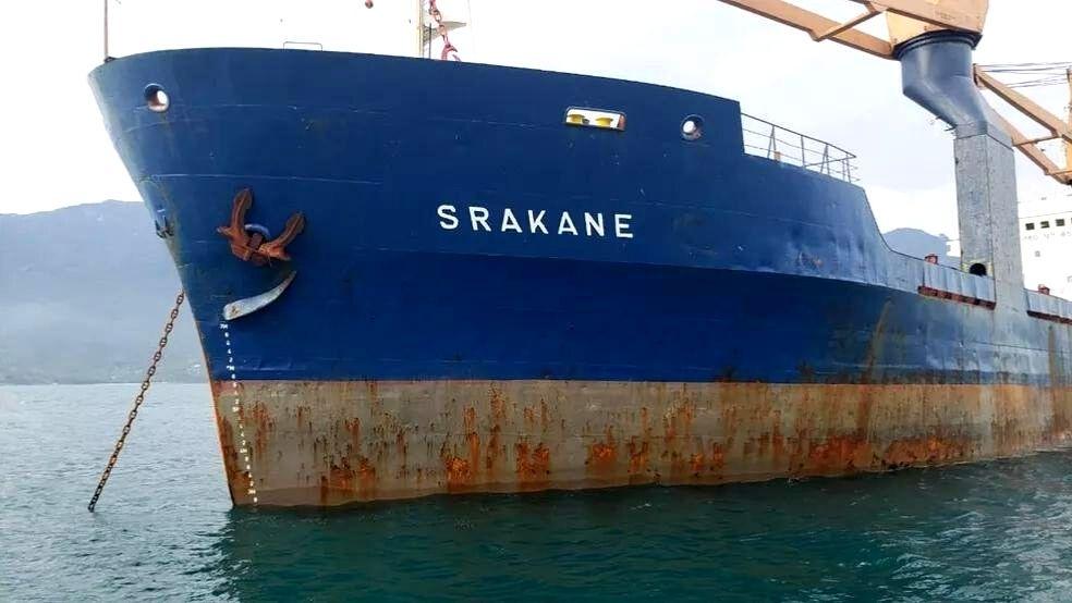 Tripulantes de navio abandonado no Porto de Santos são repatriados