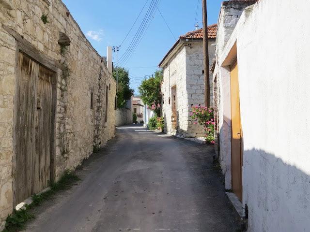 Cyprus Road Trip: the narrow streets of Laneia village
