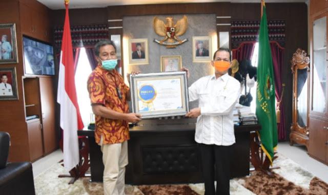 Pemkab Tapsel Terima Penghargaan SPO dari BPS RI dan Gubernur Sumut