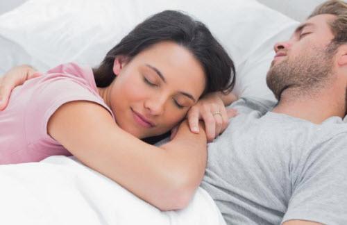 e931e354ea0db لكي تستمتع بعلاقة حميمية ساخنة يمكنك البحث عن مجموعة من الإستراتيجيات التي  تساعدك في تحقيق النشوة الجنسية لزوجتك في السرير وهنا نعرض 20 خدعة لعلاقة  حميمية ...