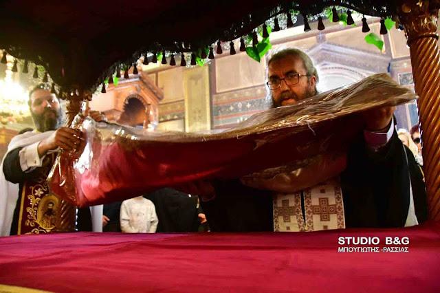 Με άκρα ταπείνωση η αποκαθήλωση στον Άγιο Γεώργιο Ναυπλίου