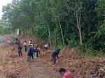 Peduli Wisata Sejarah, Mahasiswa KKN Unand Bersihkan Benteng Pertahanan Imam Bonjol