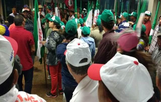 Pelo menos oito grupos participam do ato nesta segunda-feira (5/9). Eles pedem soluções para problemas do campo e a volta do Ministério do Desenvolvimento Agrário (MDA). Foto: Patrícia Costa