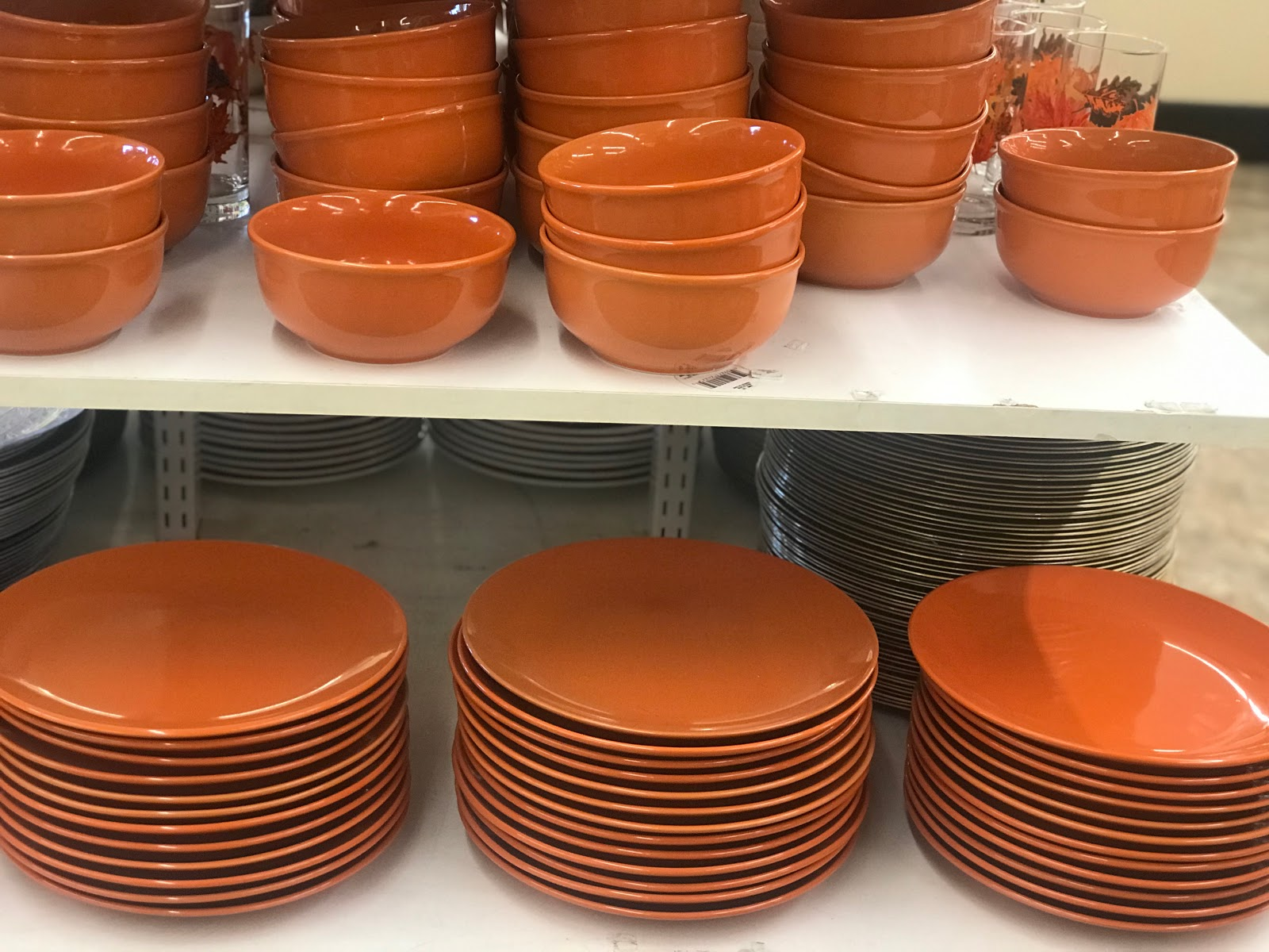 Image: orange plates Tangie bell saw at the dollar store. She possibly will be using for Fall decor. Seen first on Bits and Babbles Blog