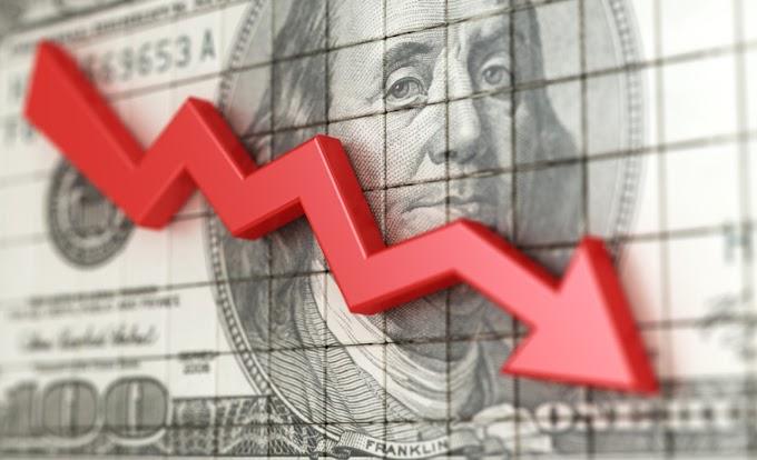 Caída de las acciones estadounidenses; El dólar se hunde a un mínimo de dos años: los mercados se cierran