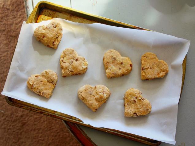 http://www.cupcakesandsunshine.com/2015/02/cinnamon-chip-heart-scones-recipe.html