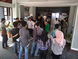 <b>Pengelolaan Dana BSRTLH Diduga Tidak Transparan,  KAPAK NTB Gelar Aksi Demonstrasi di Dinas Perkim NTB</b>