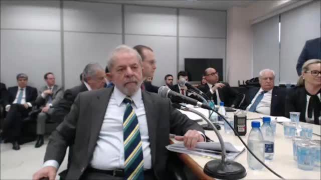 Após assistir depoimento, Professora prova que Lula é o que melhor representa o brasileiro - Entenda