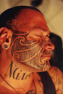 Vemos Tatuaje maori con significado en la cara