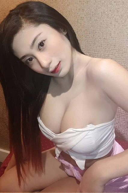 Hot and sexy big boobs photos of beautiful busty asian hottie chick booty Pinay model Mariel Jane Russel Mallillin photo highlights on Pinays Finest sexy nude photo collection site.