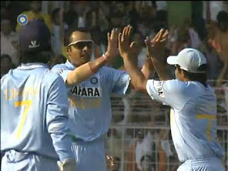Murali Kartik 6-27 vs Australia Highlights