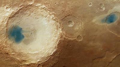 "Le misteriose ""lagune blu"" nella regione Arabia Terra di Marte"