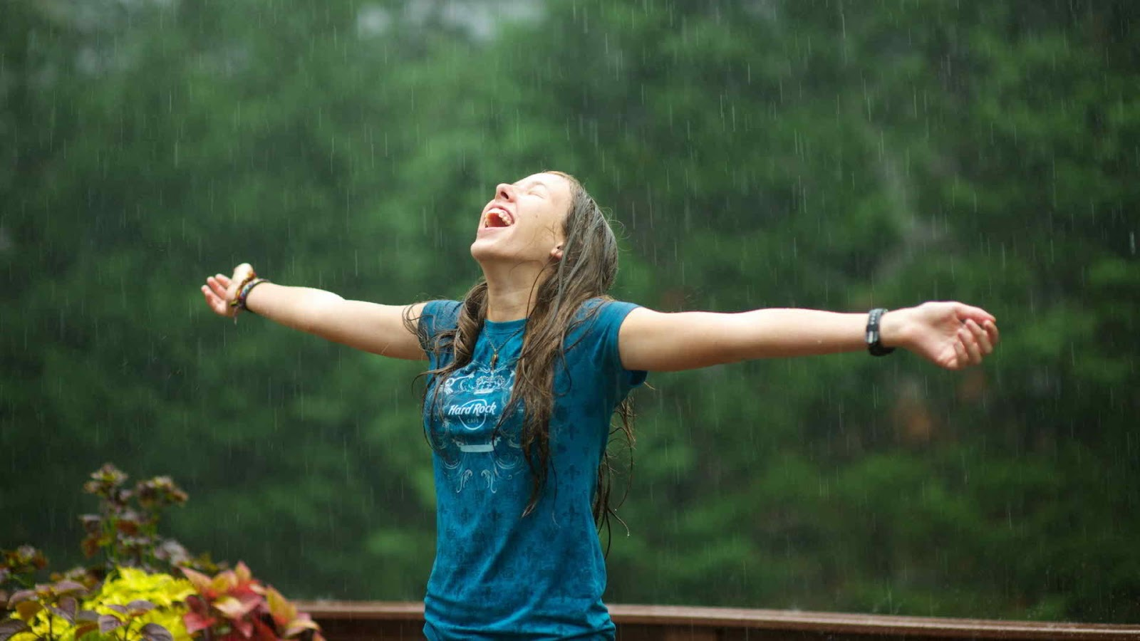 Alone But Happy Quotes Wallpapers Girl In Rain Profile Dp For Whatsapp And Facebook