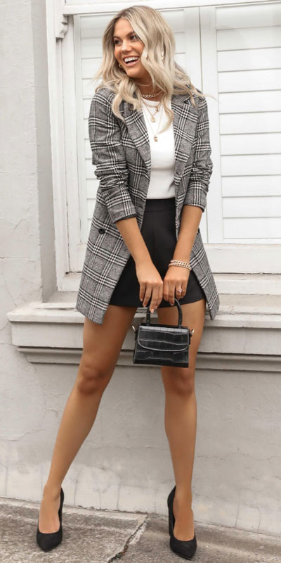 Blazers one of those important wardrobe staples that everyone should have. See these 22 Catchy Blazer Outfits to Stand Out from The Crowd. Coat + Jacket Outfits via higiggle.com | Blazer coat in grey | #blazer #jacket #casualoutfits