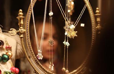 Perhiasan yang Disukai Wanita Milenial